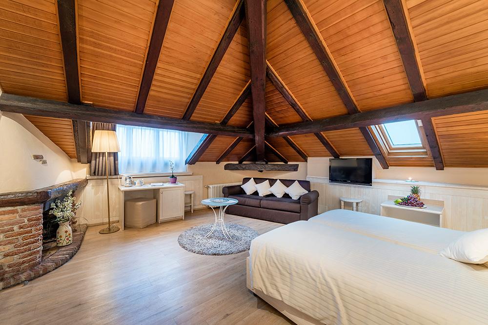 camera-doppia-mansardata-hotel-la-palma-bissone-lugano-1