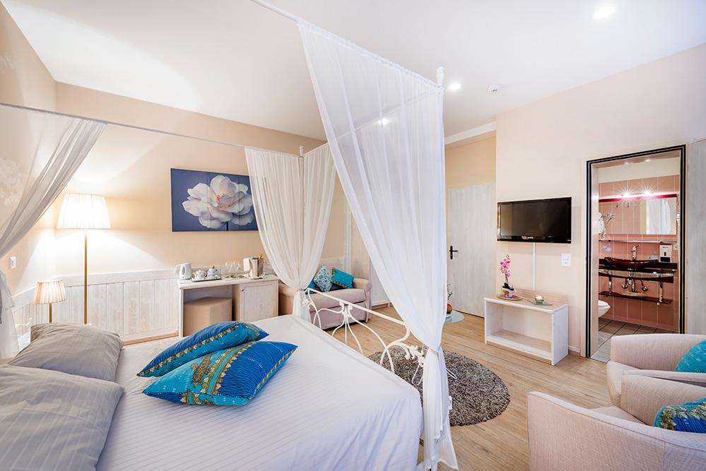 camera-superior-vista-lago-bissone-hotel-la-palma-lugano